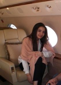 Manohara mangsa penderaan suami. p0se ini diambil didalam private jet milik tengku.